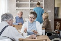 Senior adults eating breakfast in care home. — Stockfoto
