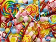 Doces coloridos e bastões de doces, quadro completo. — Fotografia de Stock