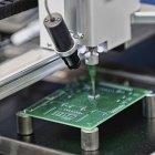 Produktionsprozess für Leiterplatten in Hightech-Fabrik. — Stockfoto