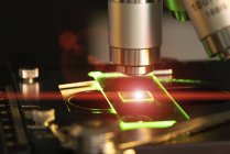 Microscope lens and laser light slide, close-up. — Stock Photo