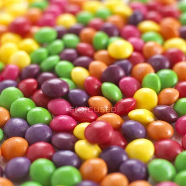 Primer plano de caramelos multicolores, marco completo - foto de stock