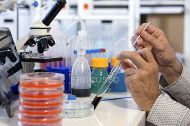 Scientist testing samples in test tube. — Stock Photo