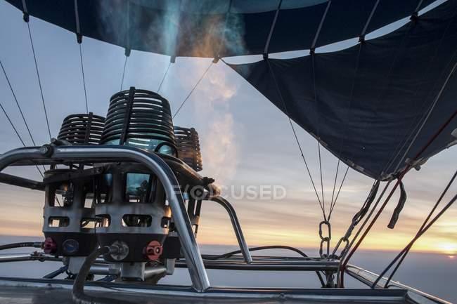 Mechero de gas del globo de aire caliente y llama, primer plano - foto de stock