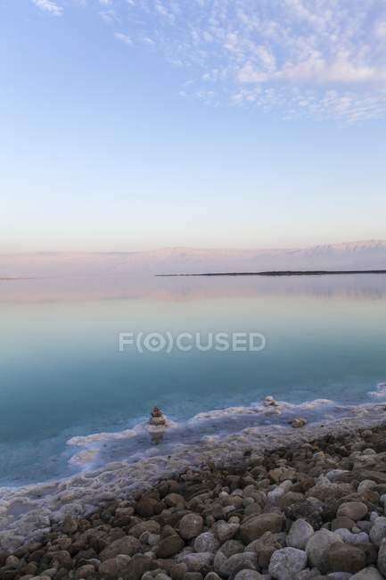 Paesaggio scenico con il mar morto in Israele. — Foto stock