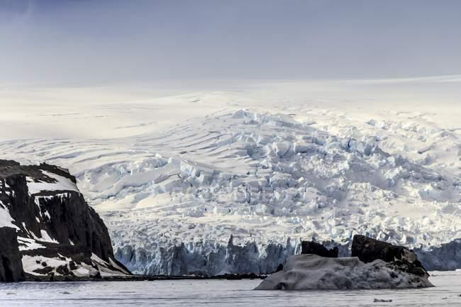 Vista panorâmica da Ilha do Pinguim, Antártida . — Fotografia de Stock