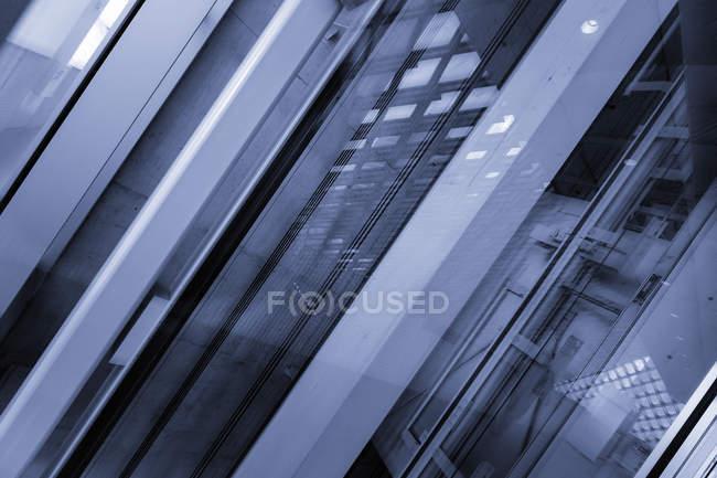 Porta in vetro in camera pulita nell'impianto ad alta tecnologia — Foto stock
