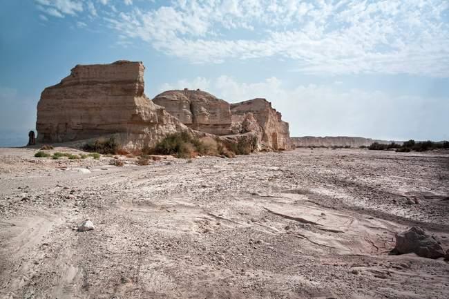 Зруйнованою скелі на узбережжі в Ізраїлі. — стокове фото
