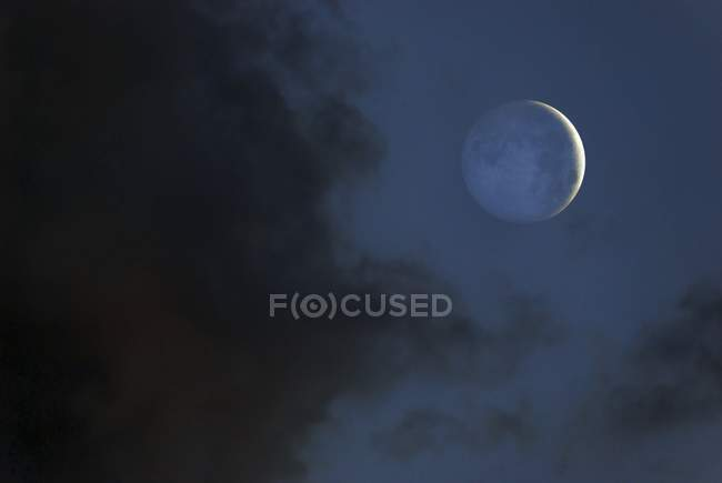 Moon lit by sunlight reflected Earth — Stock Photo