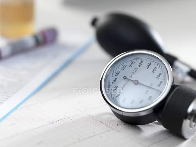 Nahaufnahme des Blutdruckmessgeräts. — Stockfoto