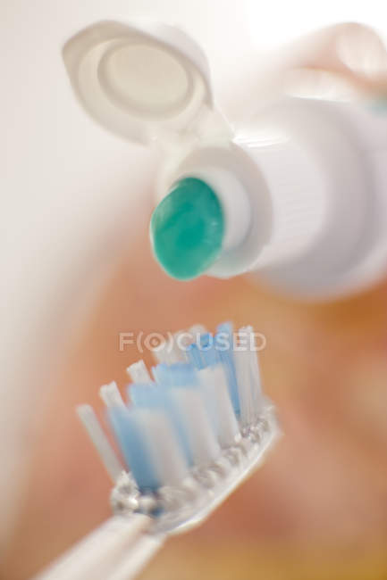 Toothbrush and green toothpaste, close-up. — Stock Photo