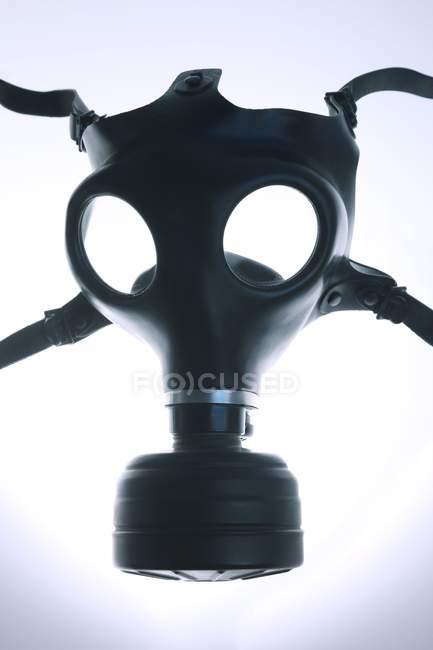 Schwarze Gasmaske auf weißem Hintergrund. — Stockfoto