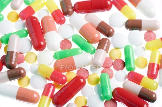 Surtido de diferentes píldoras - foto de stock