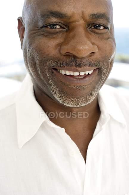 Портрет веселий зрілою людиною. — стокове фото