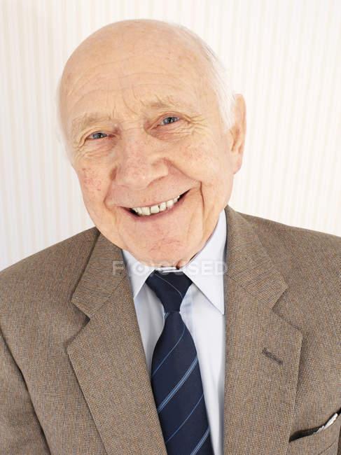 Porträt eines fröhlichen Seniors. — Stockfoto