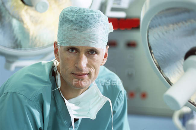 Portrait of male surgeon in operating theater. — Stock Photo