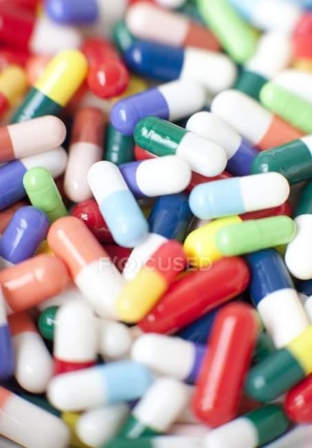 Ассортимент различных таблеток — стоковое фото