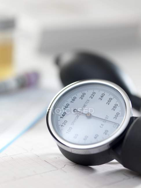 Close-up view of blood pressure gauge. — Stock Photo