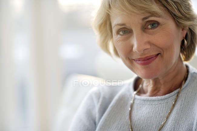 Attractive mature woman smiling — Stock Photo