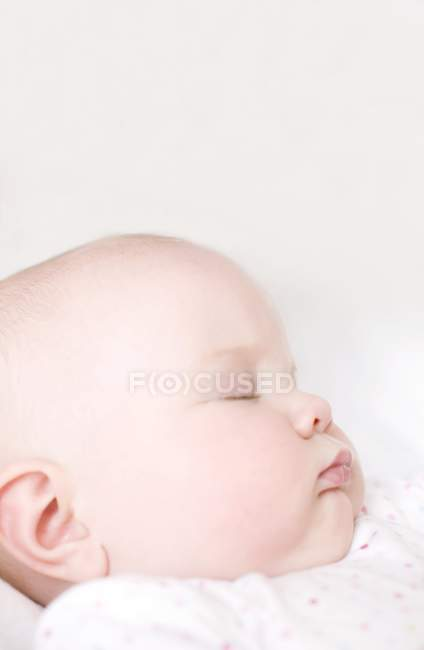 Infant baby sleeping in bed. — Stock Photo