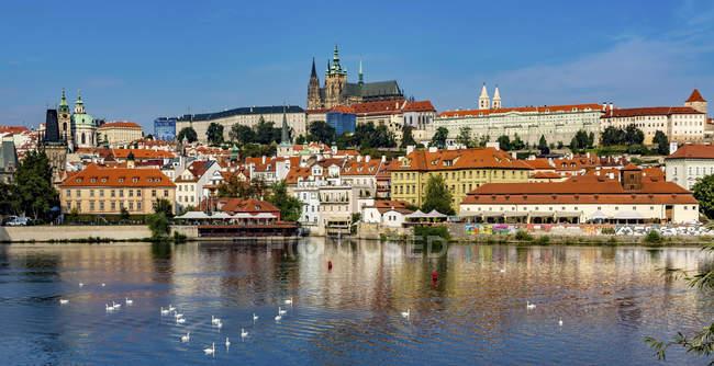 Castelo de Praga e cidade velha no rio Vltava, República Checa . — Fotografia de Stock