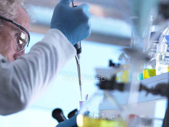 Scientist pipetting sample into vial in laboratory. — Stock Photo
