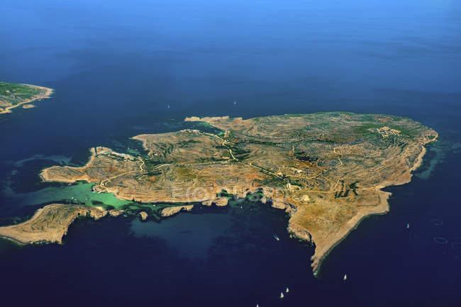 Luftaufnahme der Insel Comino im Mittelmeer. — Stockfoto
