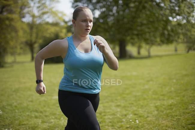 Jovem correndo — Fotografia de Stock