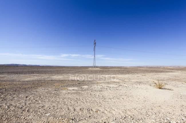 Electricity pylon and power lines in Negev Desert, Israel. — Stock Photo