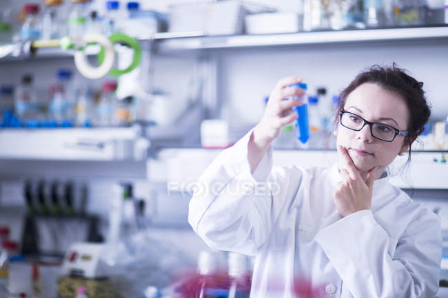 Female scientist working with test tube. — Stock Photo