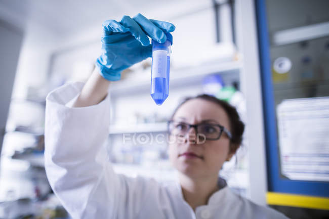 Female scientist working with test tube — Stock Photo