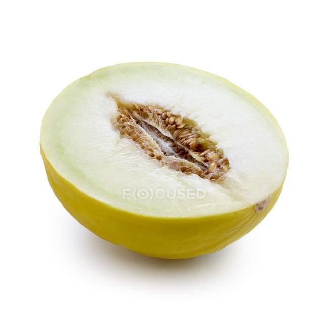 Metade do melão em fundo branco. — Fotografia de Stock