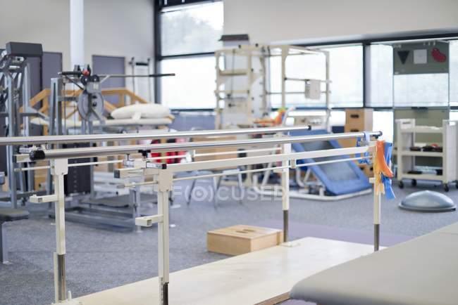 Equipamentos de ginástica de reabilitação no hospital . — Fotografia de Stock