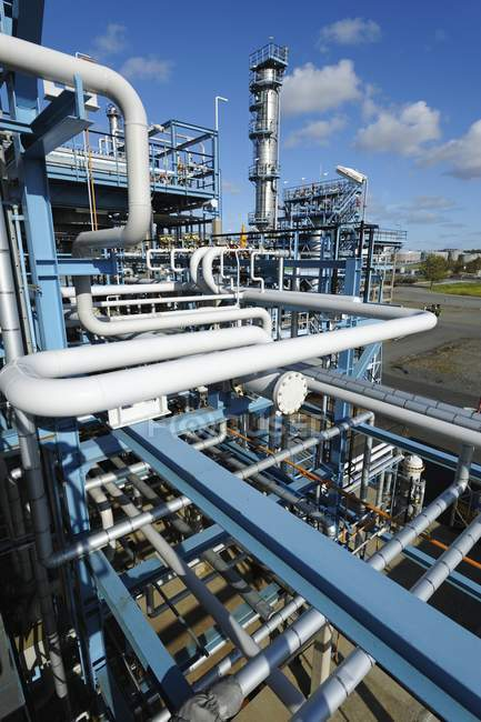 Tubes and pipes of oil and gas refinery. — Stock Photo