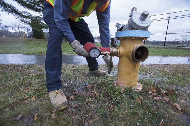 Вода департамент технік видалення промивки адаптера. — стокове фото