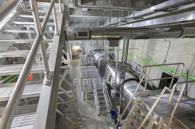 Sala di controllo di ionizzazione ultravioletta presso depuratore di acqua. — Foto stock