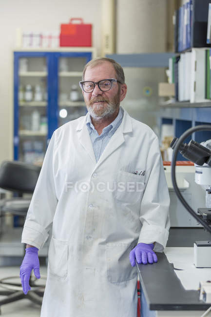Male chemist standing in chemical laboratory. — Stock Photo