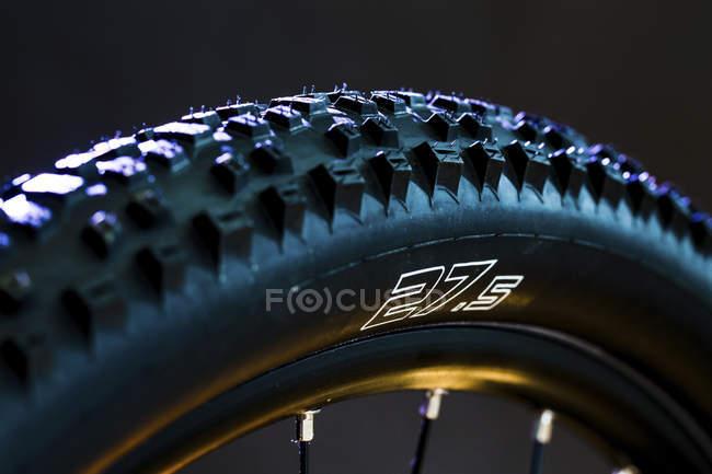 Закри подання велосипед шини колесо. — стокове фото