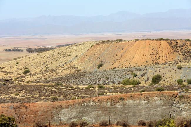 Rifiuti minerari della miniera di De Hoek Calcare a Piketberg, Western Cape, Sudafrica . — Foto stock