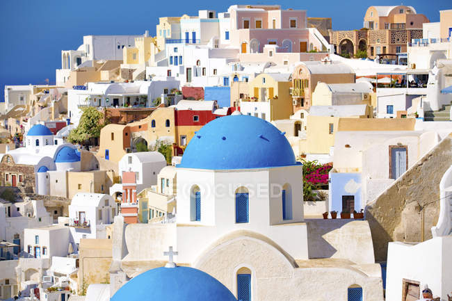 Colorful houses and architecture of Oia, Santorini, Greece. — Stock Photo