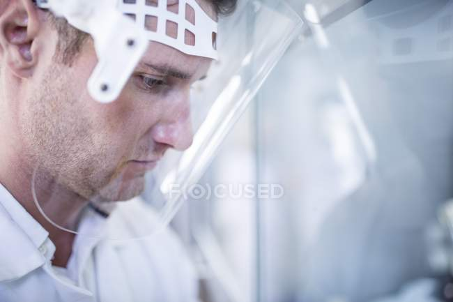 Male lab technician wearing face shield. — Stock Photo
