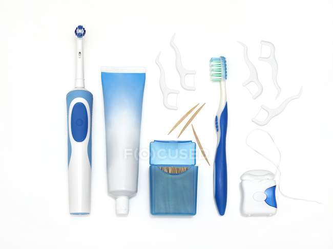 Apparecchiature dentali su sfondo bianco . — Foto stock