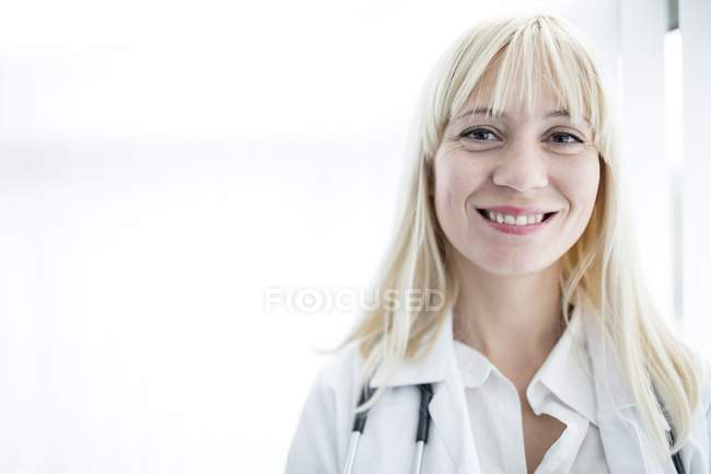 Portrait of female doctor smiling towards camera. — Stock Photo