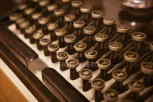 Close-up of round keys on antique keyboard of vintage type machine. — Stock Photo