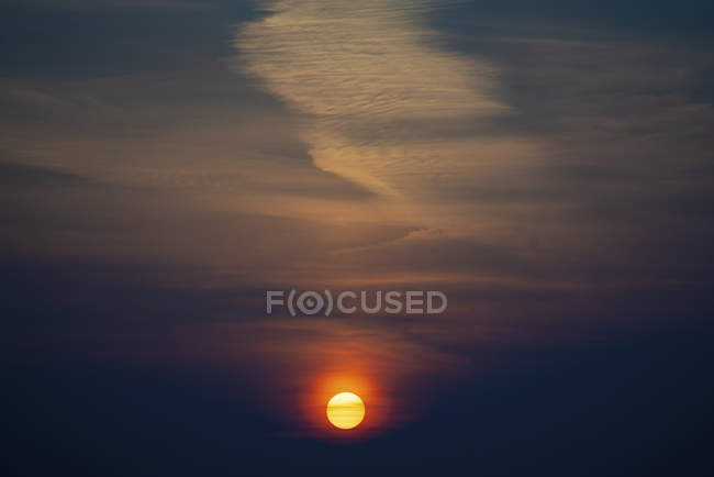 Scenery on dark sky and orange sun at sunset. — Stock Photo