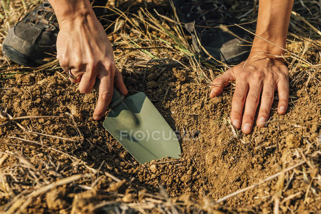 Female agronomist taking soil sample for fertility analysis. — Stock Photo