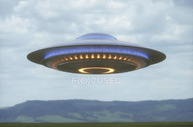 UFO ship flying in cloudy sky, illustration. — Stock Photo