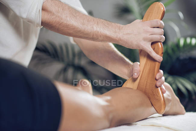 Close-up of woman having anti-cellulite maderotherapy. — Stock Photo