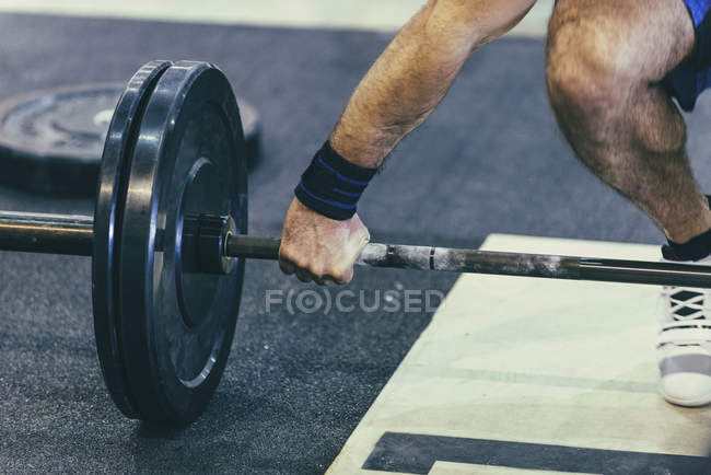 Low section of male weightlifting training in gym. — Stock Photo