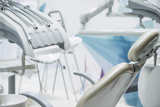 Zahnchirurgische Geräte in einer professionellen Zahnklinik. — Stockfoto