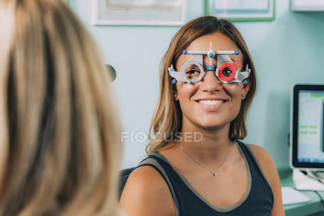 Female patient at eye examination in ophthalmology clinic. — Stock Photo